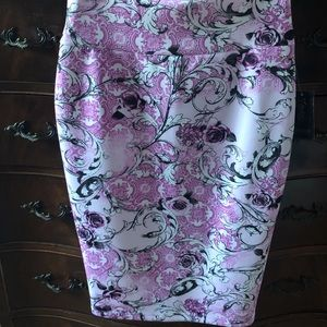 Dresses & Skirts - NWT small beautiful skirt